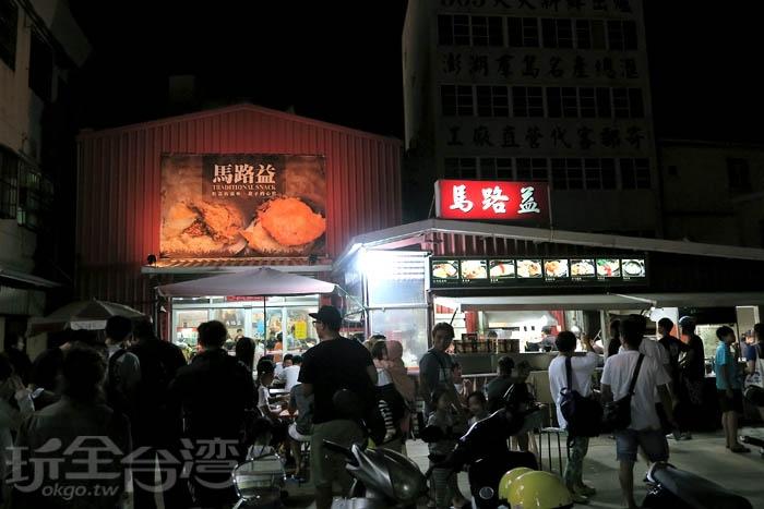 由於當地人推薦,加上之前也有被報導過,這家完全是人潮眾多的狀態,還要排隊候位!/玩全台灣旅遊網特約記者阿辰攝