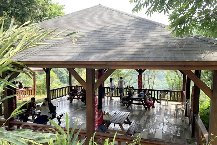 走累了就一起在涼亭內休息一下,愜意自在的氛圍好舒心呀~/玩全台灣旅遊網特約記者阿湖與阿釵攝