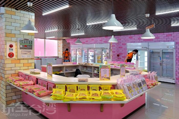 最後來逛賣場,裡面的商品以各式口味的蛋捲為主,大部分都有提供試吃喔!/玩全台灣旅遊網特約記者阿辰攝