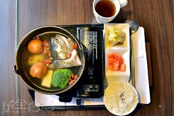 當歸鱒魚山藥鍋,一人份套餐火鍋,有附飲料(可續)/玩全台灣旅遊網特約記者阿辰攝