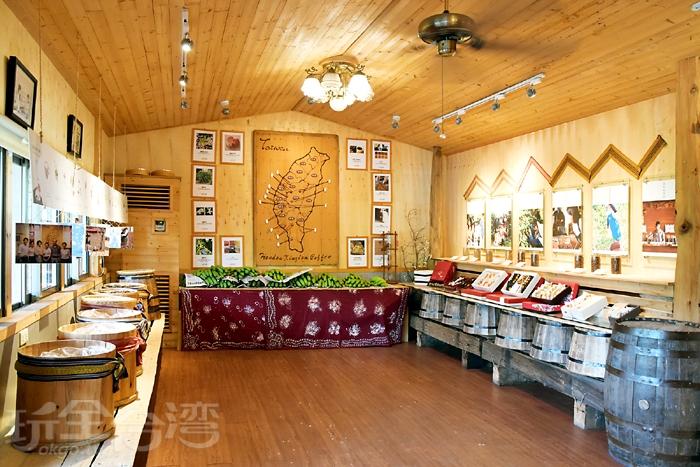 一進入咖啡館,先看見的是展示區,裡頭擺放各式咖啡豆以及禮盒商品/玩全台灣旅遊網特約記者阿辰攝