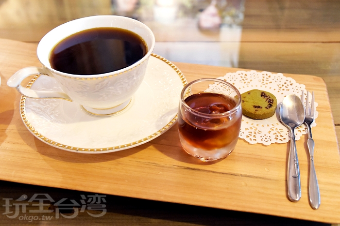 典藏阿里山咖啡~手沖咖啡,呈現冰熱飲兩種口感/玩全台灣旅遊網特約記者阿辰攝