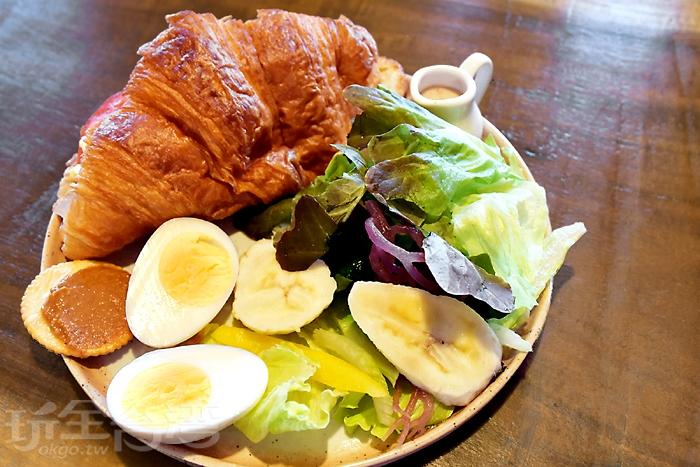 早午套餐除了優格還包含主餐、蛋、沙拉、花生醬餅乾/玩全台灣旅遊網特約記者阿辰攝