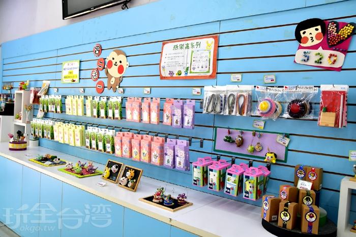 賣場內也有許多DIY材料包,非常適合在暑假帶幾包回家玩呀/玩全台灣旅遊網特約記者阿辰攝