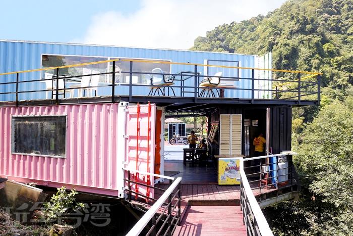 內灣愛情故事館經過重整後,園區內多了不少貨櫃屋/玩全台灣旅遊網特約記者阿辰攝