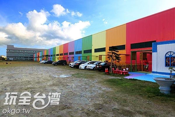 緞帶王內的必拍彩虹牆/玩全台灣旅遊網攝