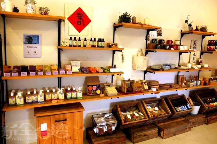 薰衣草森林品牌商品在這裡也有販售,此外,還有賣些在地小農的農特產品/玩全台灣旅遊網特約記者阿辰攝