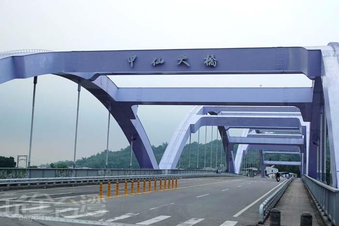 曾遇風災重挫的甲仙大橋,在重建後已形成了來甲仙不容錯過的景點/玩全台灣旅遊網特約記者阿辰攝