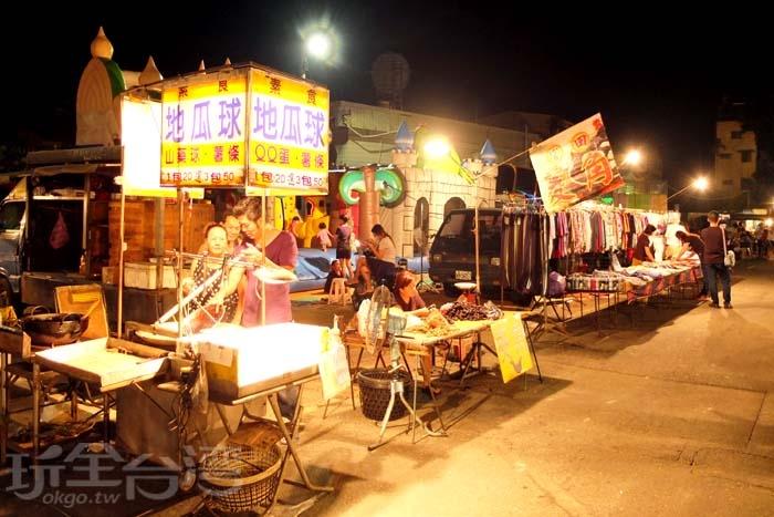這裡屬於「在地人」夜市,沒有過多的人潮,就有濃濃的熱情/玩全台灣旅遊網特約記者阿辰攝