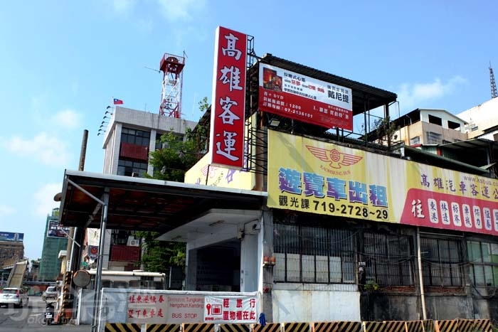從高雄車站旁的高雄客運搭車往甲仙,客運站位置好找,且平日搭車的人很多!/玩全台灣旅遊網特約記者阿辰攝