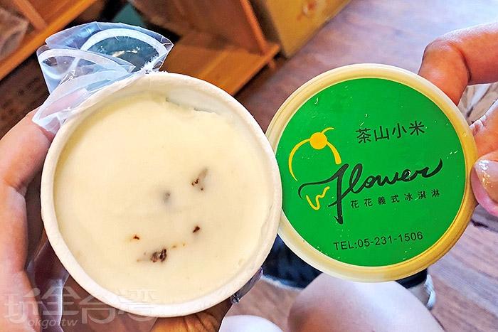 茶山小米口味,冰淇淋入口即化,有著淡淡茶香和香醇小米酒香,風味相當迷人,絕對不可錯過/玩全台灣旅遊網特約記者阿辰攝