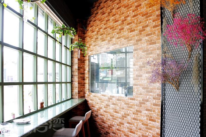 A&G La fusione 義式餐廳,共有兩層樓,一樓因為設有櫃檯和廚房,所以僅提供約6個吧檯座位!/玩全台灣旅遊網特約記者阿辰攝