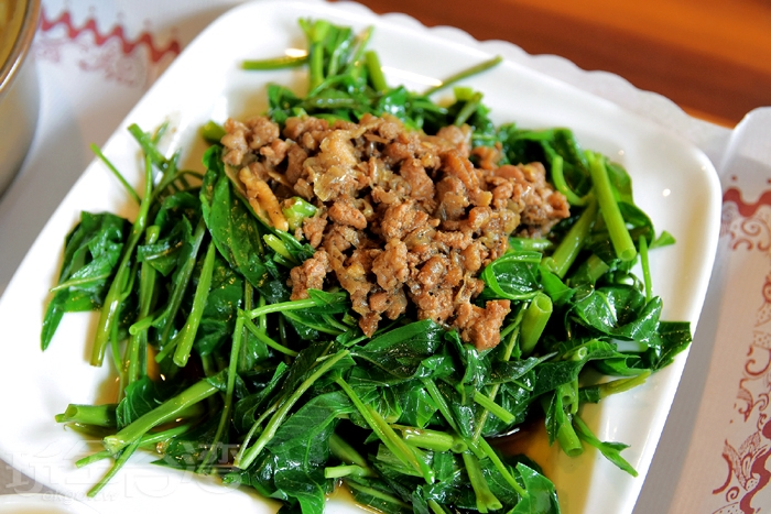 搭配上獨門肉燥的空心菜吃起來別有一番風味/玩全台灣旅遊網特約記者阿辰攝