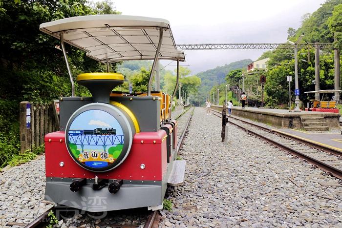 107年8月8日開始試營運的舊山線鐵道自行車Rail Bike,大家都想搶先體驗!/玩全台灣旅遊網特約記者小玉兒攝