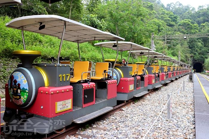 鐵道自行車,每輛車有4個座位/玩全台灣旅遊網特約記者小玉兒攝