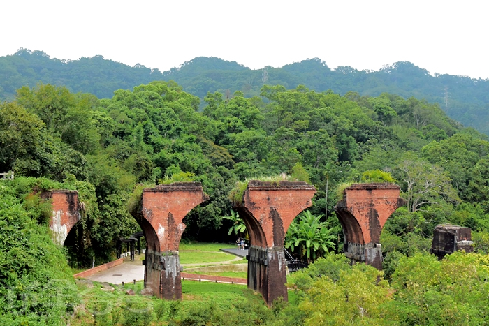 沿路欣賞到最能代表舊山線的地標~龍騰斷橋/玩全台灣旅遊網特約記者小玉兒攝
