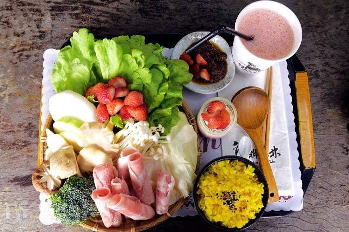 草莓火鍋餐點/玩全台灣旅遊網特約記者小玉兒攝