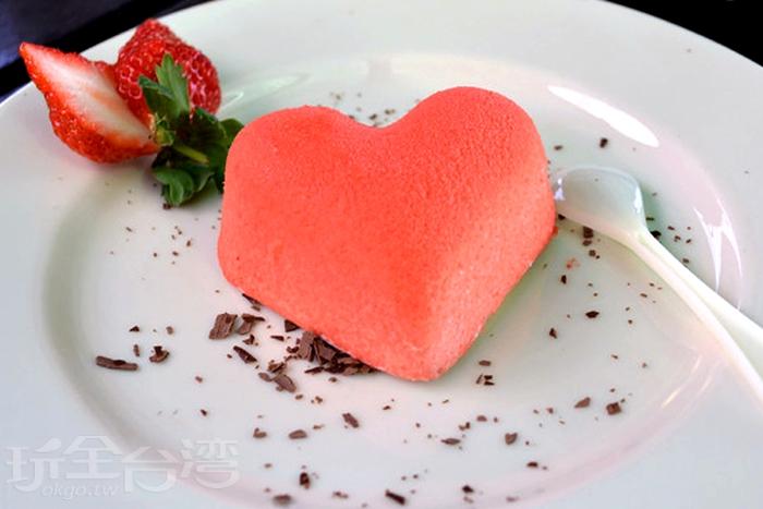 草莓幕斯蛋糕/玩全台灣旅遊網特約記者小玉兒攝