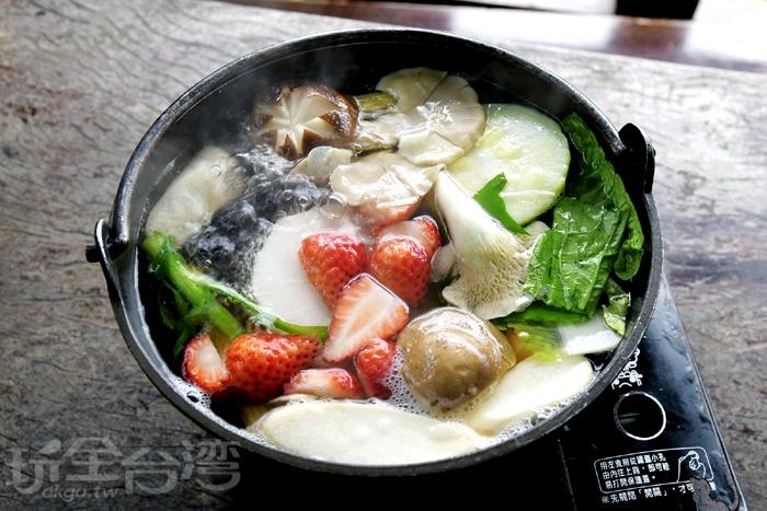 草莓火鍋,帶有草莓的果酸香氣/玩全台灣旅遊網特約記者小玉兒攝