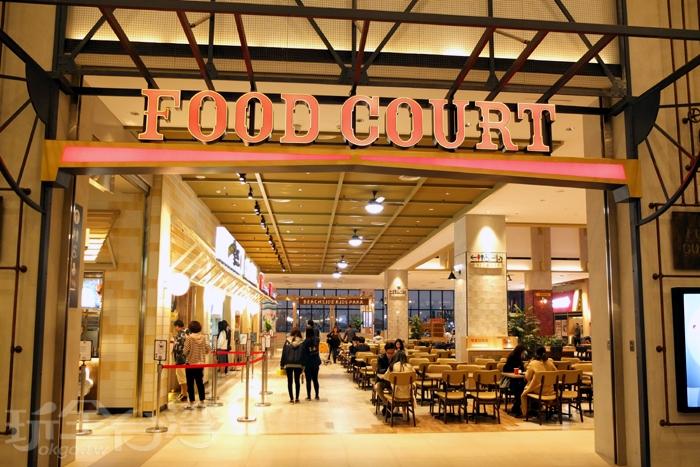 來到美食區更加精采可期,寬敞挑高的用餐空間十分舒適,每到用餐時段湧入的饕客數量很可觀。/玩全台灣旅遊網特約記者阿辰攝