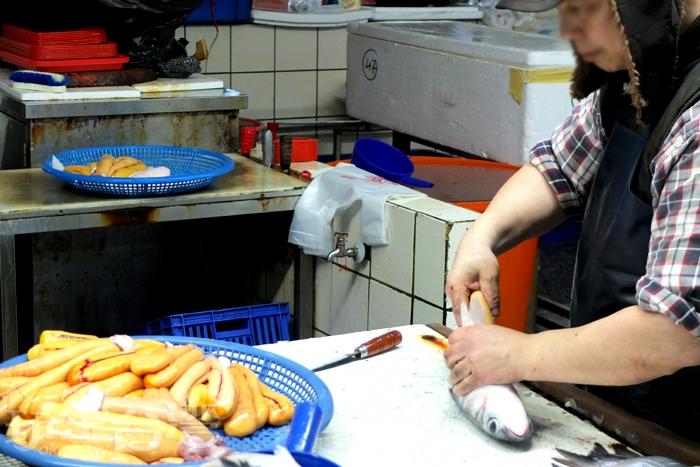 魚市場裡才會看到的獨家風景。/玩全台灣旅遊網特約記者阿辰攝