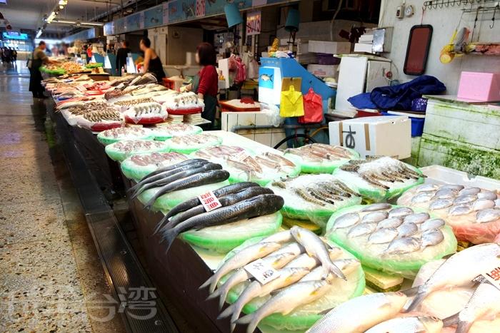 漁港內的魚市場總能發現琳瑯滿目的漁獲,實在是非常新鮮。/玩全台灣旅遊網特約記者阿辰攝