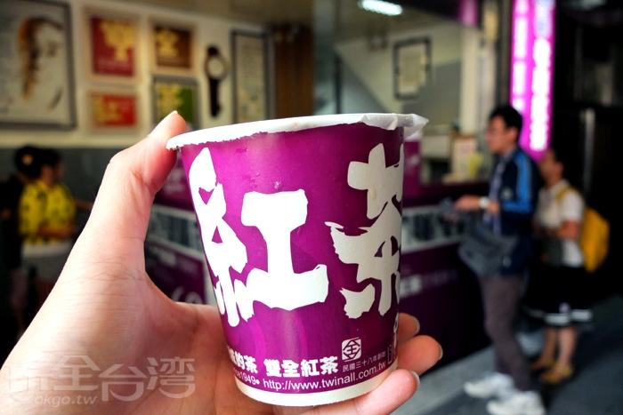 堅持現沖的原味,可選擇全糖、半糖、微糖和無糖四種紅茶甜度,半糖較適合我的口味,喝起來茶香濃郁,茶味順口,並不會太苦澀,很剛好。/玩全台灣旅遊網特約記者阿辰攝