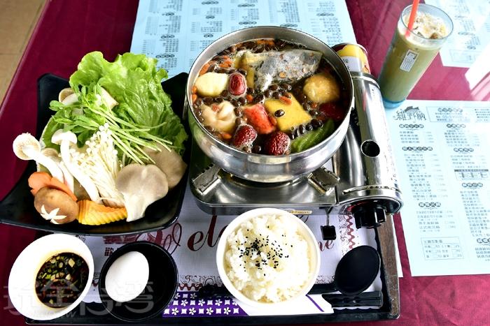 維野納特色鍋物-咖啡雞肉鍋/玩全台灣旅遊網特約記者小玉兒攝