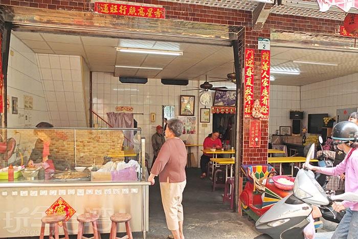 店面低調,沒有醒目招牌和店名,連網路地圖定位位置都不太清楚,但只要說到林園菜市場麵線糊,附近居民和當地老饕都知道。/玩全台灣旅遊網特約記者阿辰攝