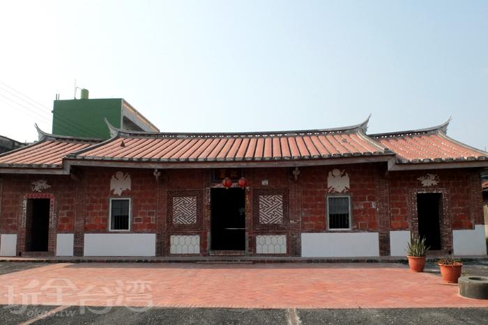 走過160餘年經歷多個時代的老厝,因後人妥善修復有成,展現原汁原味的老風貌。/玩全台灣旅遊網特約記者阿辰攝