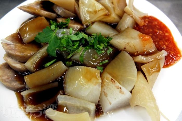 價格實惠的切料總是能抓住饕客的芳心,吃過都還願意再來光顧。/玩全台灣旅遊網特約記者阿辰攝