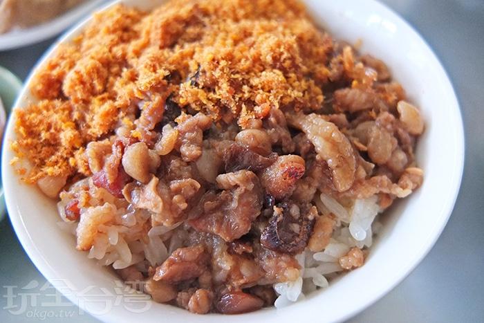 肉燥有肥有瘦,攪拌著魚鬆一起吃,口味特別好!越嚼越香。/玩全台灣旅遊網特約記者阿辰攝