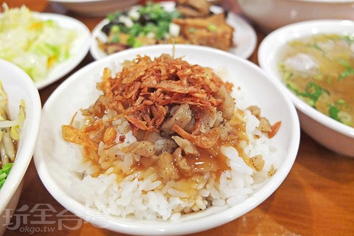 豬油拌飯好吃!味道鹹甜鹹甜的,簡單調味香氣十足,濃濃古早的純樸美味。/玩全台灣旅遊網特約記者阿辰攝