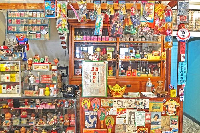 你看看這個櫃台處是不是被打扮得很像鄉下才有的古早味雜貨店的樣子。/玩全台灣旅遊網特約記者阿辰攝