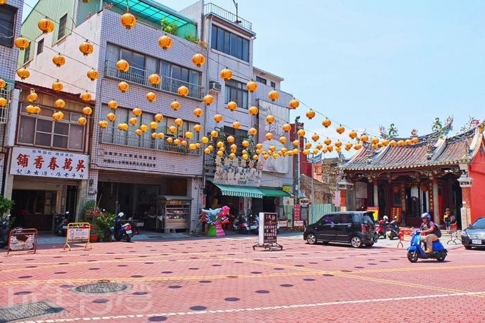 從「東巧鴨肉羹店」門口就能看見斜對面武廟/玩全台灣旅遊網特約記者阿辰攝
