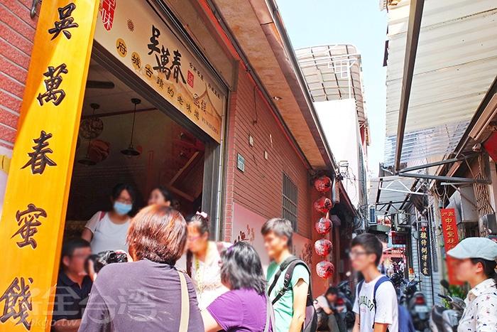 """開始漫步細遊,走進武廟旁這條窄窄的石板巷""""算命街""""。/玩全台灣旅遊網特約記者阿辰攝"""