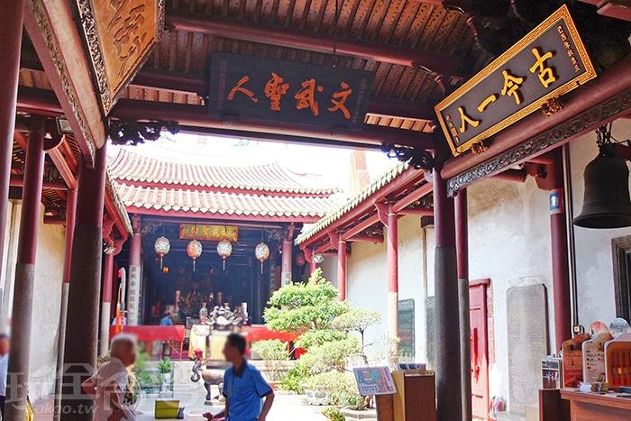 每殿都有不同祀奉神明/玩全台灣旅遊網特約記者阿辰攝