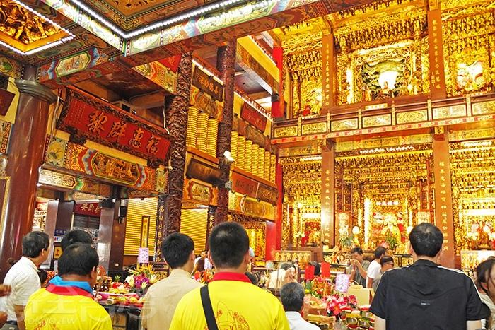 說是全省最受榮寵愛戴的土地公也不為過,「車城福安宮」早已是車城地區最具人氣的熱門景點/玩全台灣旅遊網特約記者阿辰攝