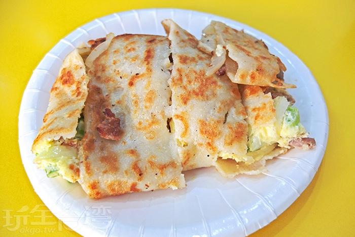 燒肉、奶油洋蔥、馬鈴薯沙拉口味的蛋餅可都是店裡人氣選擇,百吃不膩。/玩全台灣旅遊網特約記者阿辰攝