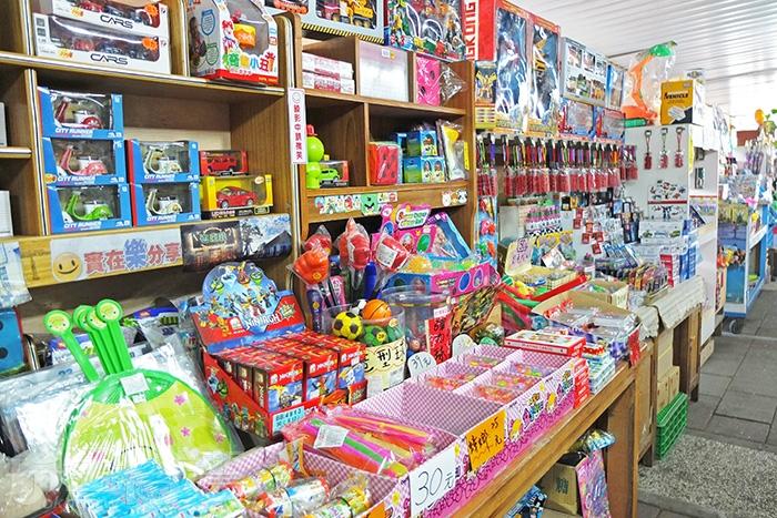 來到「錢來也雜貨店」很自然會走進店裡逛個一輪,更甚至兩、三輪/玩全台灣旅遊網特約記者阿辰攝