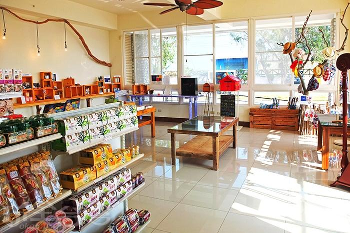 販賣部放著許多餅乾雜貨、質感小物、文創商品和少許書籍/玩全台灣旅遊網特約記者阿辰攝