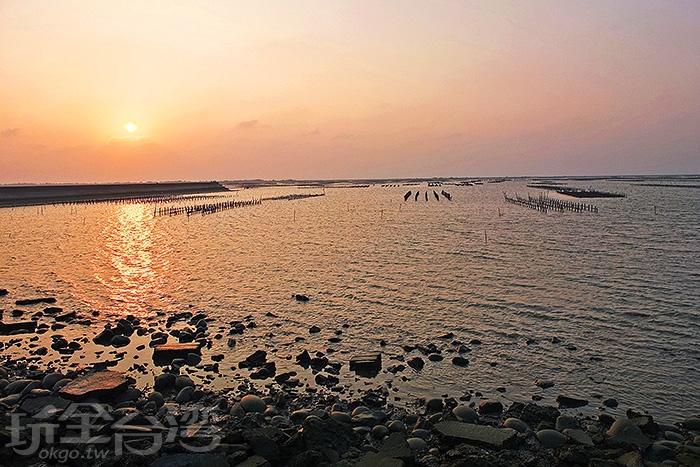 靜處在河堤旁,黃昏時刻,將會有大家所期待、堪稱世界級的景觀出現/玩全台灣旅遊網特約記者阿辰攝