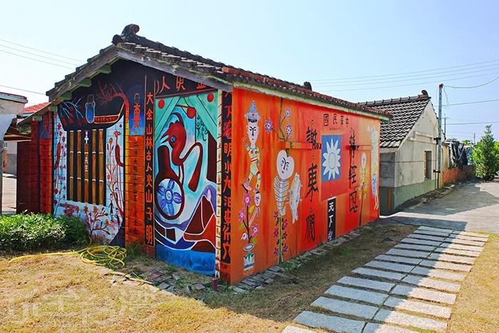 文物館內也展出不少洪通的作品及昔日生活寫照等紀錄/玩全台灣旅遊網特約記者阿辰攝