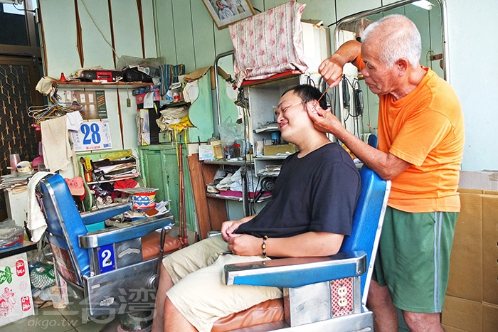 緊貼著「遠東商場」的50多年懷舊理髮廳「惠美理髮廳」是北門行程裡的小插曲/玩全台灣旅遊網特約記者阿辰攝