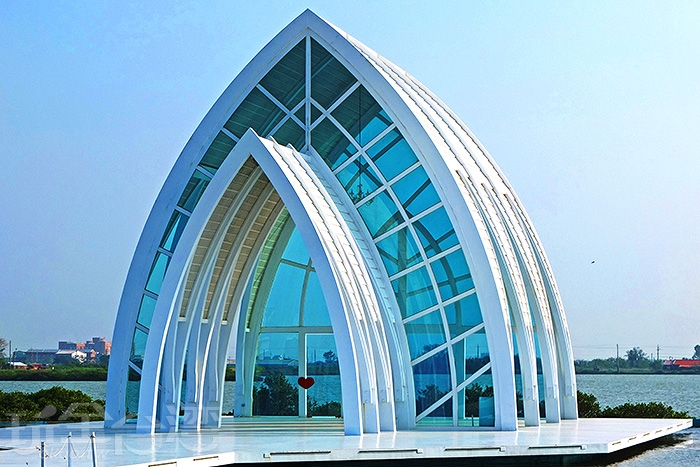 雲嘉南濱海國家風景區將遊客中心周圍用地打造為婚紗美地/玩全台灣旅遊網特約記者阿辰攝
