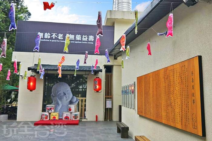 飄揚的鯉魚旗讓人馬上有置身在日本的錯覺。/玩全台灣旅遊網特約記者殘月攝