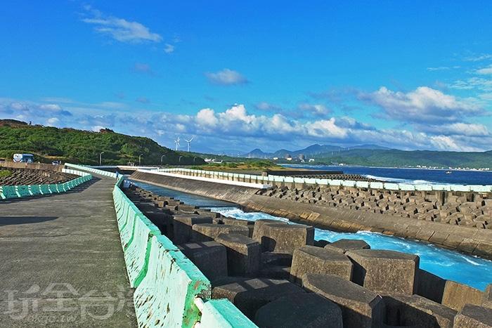 經天然冷卻後出海回歸的海水行程雙色海域/玩全台灣旅遊網特約記者阿辰攝