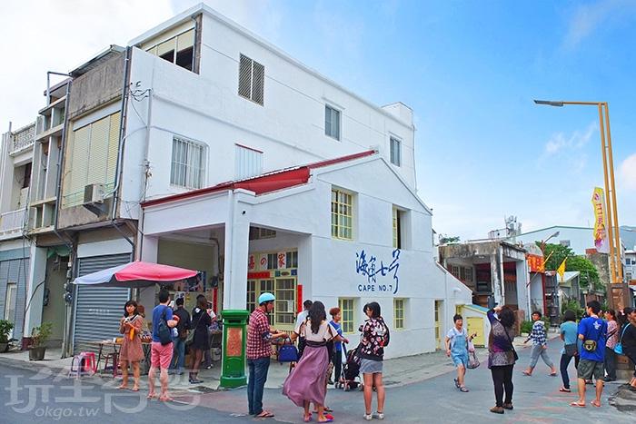 電影場景「阿嘉的家」是人氣最高的景點,聚集很多朝聖的遊客/玩全台灣旅遊網特約記者阿辰攝