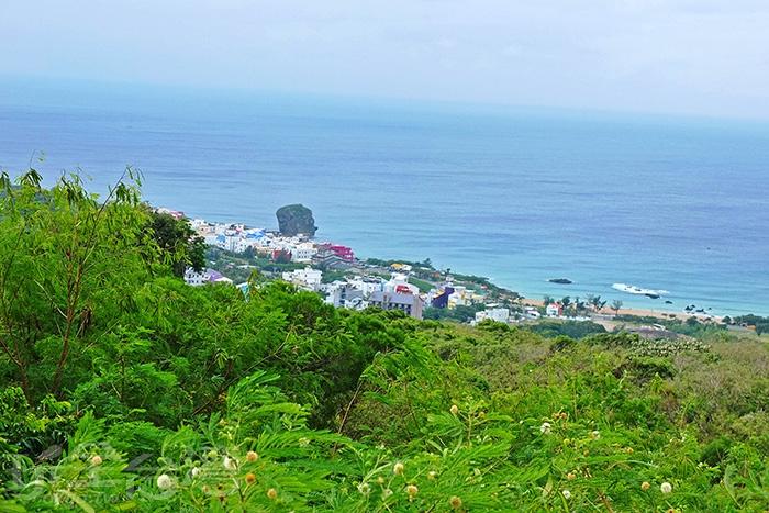 從這裡往下鳥瞰還能看見船帆石呢!/玩全台灣旅遊網特約記者阿辰攝