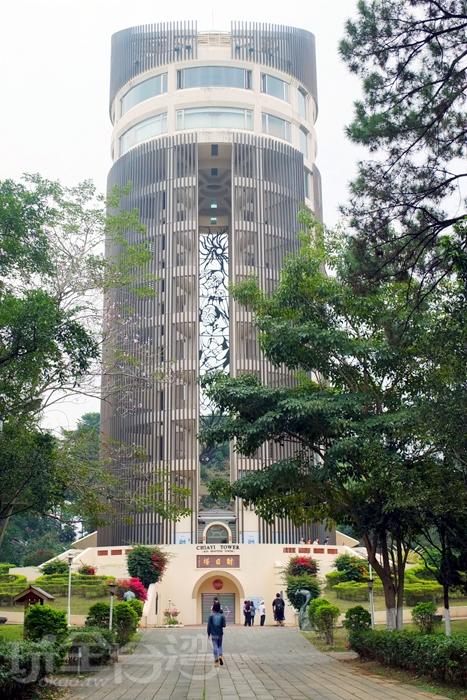 射日塔就位於嘉義公園內,屬嘉義文化地標/玩全台灣旅遊網特約記者阿辰攝